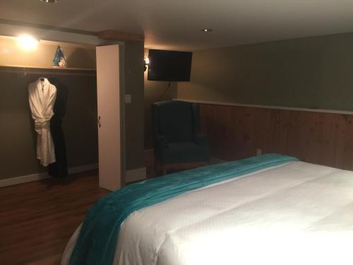 La Mer Inn- Harbour Suite - Ucluelet, BC V0R 3A0