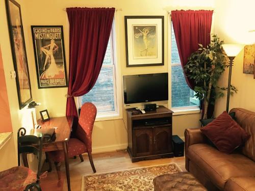 Adams Morgan Suites