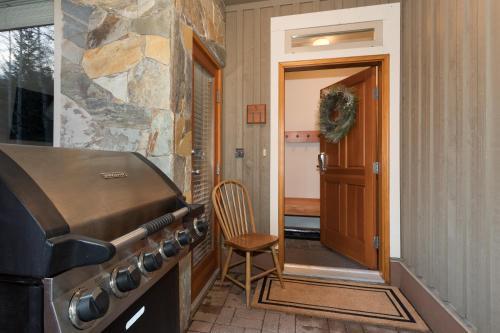 Symphony Resort Whistler - Whistler, BC V0N 1B4