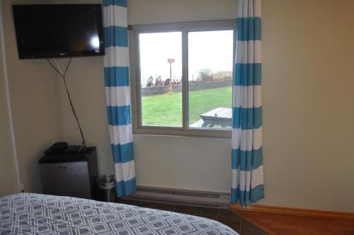 The Lighthouse Motel - Bowser, BC V9K 2E1