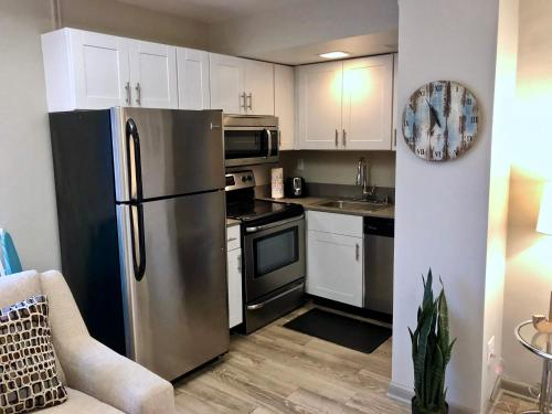 Studio In Downtown High Rise - Louisville, KY 40202