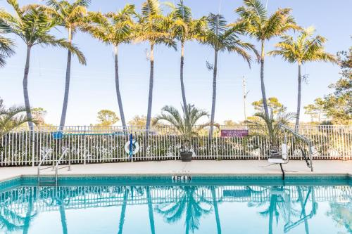 Best Western Plus Sebastian Hotel & Suites Photo
