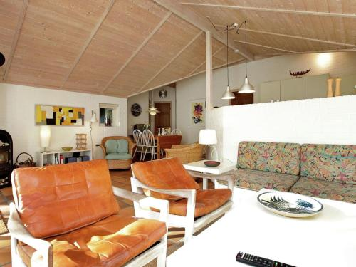 Five-Bedroom Holiday home in Humble 1