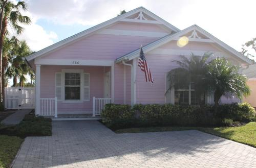 2012 Olde Florida Style 4 Bedrooms 1.5 Miles To Beach!