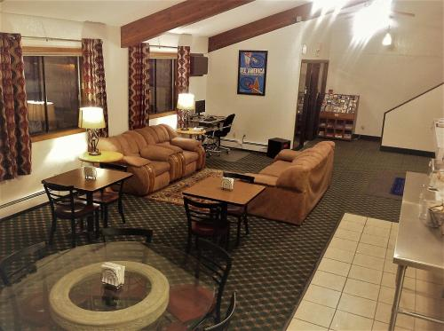 Travelodge By Wyndham Valleyfair Shakopee - Shakopee, MN 55379