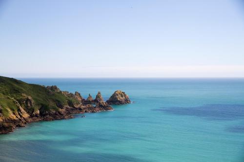 La Fosse, St Martins, Guernsey GY4 6EB, Channel Islands.