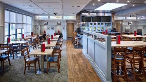 Best Western Plus Guildwood Inn Photo