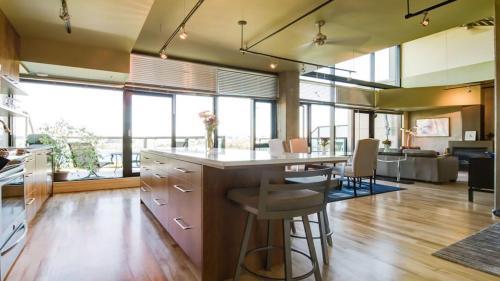 Ocean/harbour View In James Bay - Penthouse Suite - Victoria, BC V8V 1Y4