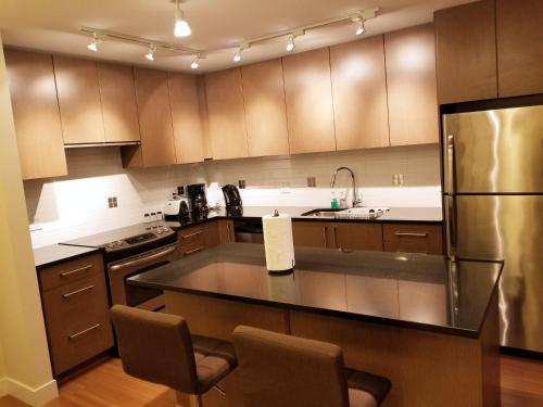 Luxurious 2 Bedrooms Apartment Suite - Surrey, BC V3S 2L5