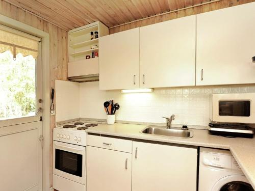 Three-Bedroom Holiday home in Børkop 13