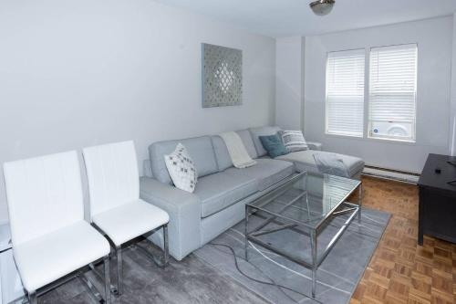 #35 -+ Cozy And Modern Apartment Close To Downtown!