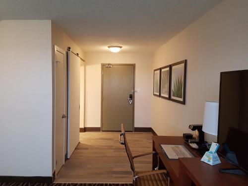 Best Western Plus Durham Hotel & Conference Centre Photo