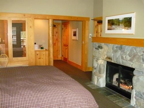 Freestone Inn - Mazama, WA 98833