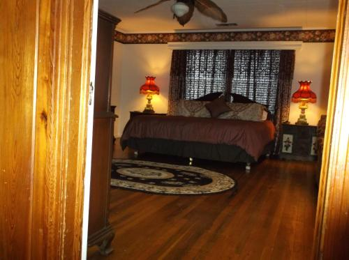 Large Brooksville Home Near Downtown
