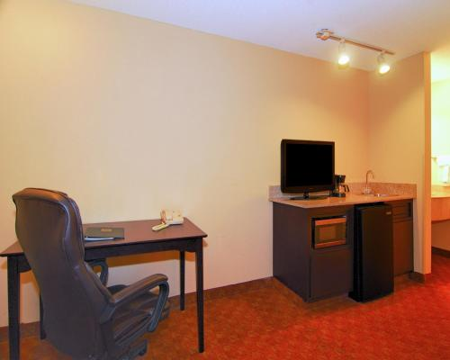 Quality Suites I-240 East-Airport Photo