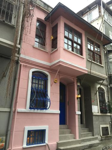 Istanbul House of Life in Tourist Area: Feeling own house.