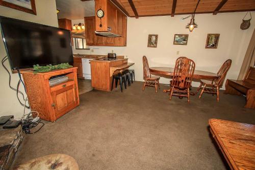 Brown Bears Cabin #1091 Photo