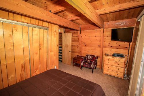Cozy Pine Retreat #1499 Photo