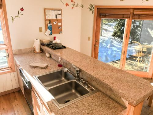 East Vail Mountain & Waterfall View Condo Photo