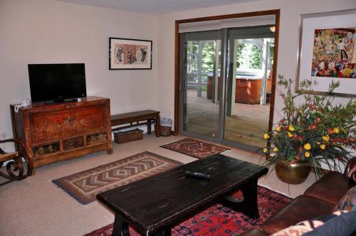 Gold-rated Streamside Circle Duplex - Vail, CO 81657