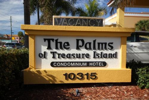 Palms of Treasure Island 402 Photo