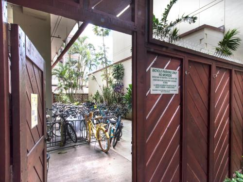 Island Colony 3414 - Honolulu, HI 96815