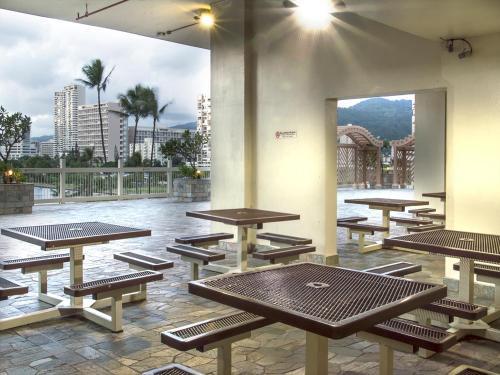 Island Colony 2717 - Honolulu, HI 96815