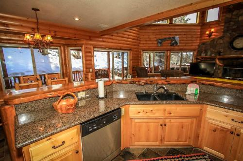 Log Home Luxury #1591 Photo
