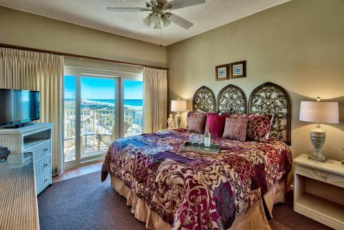 Beach Manor @ Tops'L Photo
