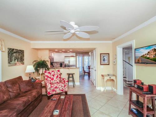 Port O'Call E-301 Villa Photo