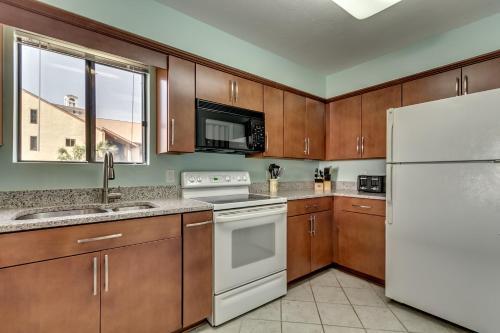 Anchorage II B18 Apartment Photo