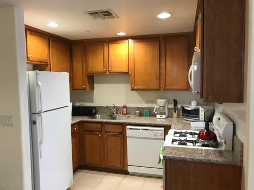 Hotel Fully Furnished Apartment In La Close To Beverly Hills thumb-2