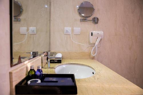 Authentic Hanoi Hotel photo 42