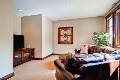 Whispering Pines South Apartment Photo