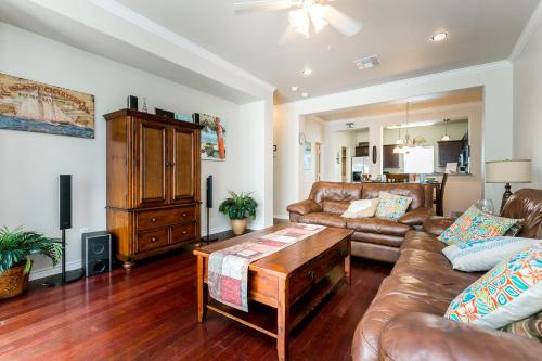 Three-bedroom South 11th Condo Condo - Port Aransas, TX 78373
