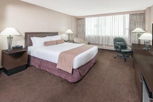 Ramada Hotel Downtown Calgary Photo