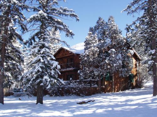Rocky Mountain Lodge & Cabins Photo