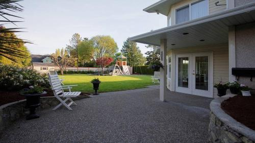 Garden City Oasis Duplex In Rockland - Victoria, BC V8S 1S9