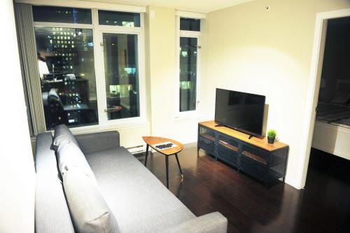 Superior 1 Bdr Condo In Dt Vancouver - Vancouver, BC V6C 3T3