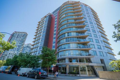 Downtown 2 Bedroom 2 Bathroom Den Water View - Vancouver, BC V6B 0C3