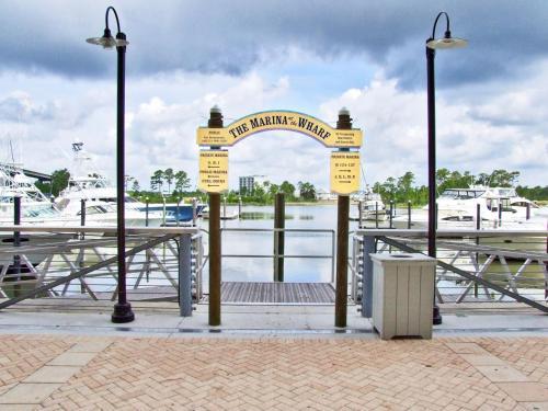 Wharf 820 Photo