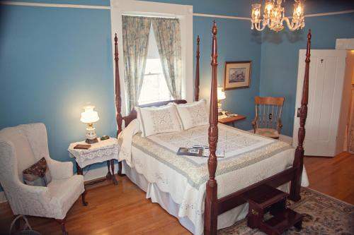 The Carriage Inn Bed And Breakfast - Charles Town, WV 25414