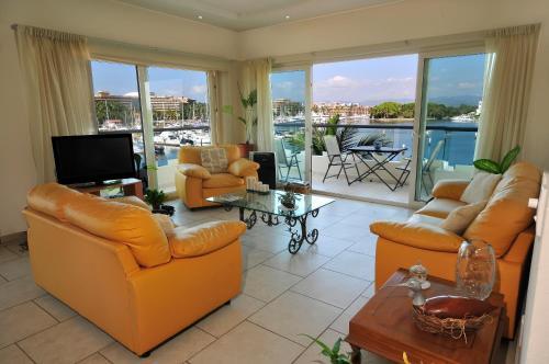 Marina Banderas Suites Hotel Boutique Photo
