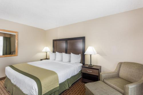 Baymont Inn and Suites Fort Myers Photo