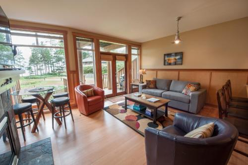 Chesterman Beach Luxury Townhouse #18 - Tofino, BC V0R 2Z0