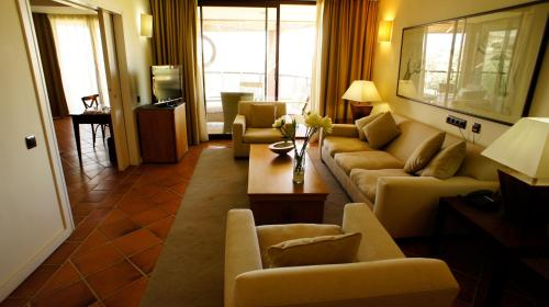 Suite Hotel Cigarral el Bosque 10