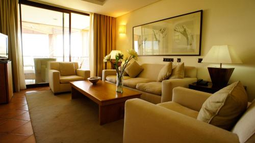 Suite Hotel Cigarral el Bosque 11