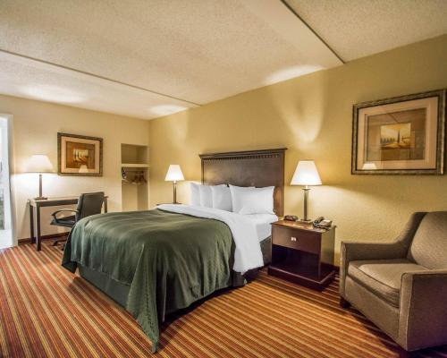 Quality Inn & Suites At Tropicana Field - St Petersburg, FL 33713