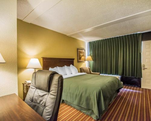 Quality Inn & Suites at Tropicana Field Photo
