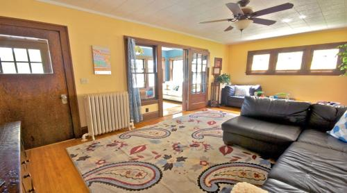 Uptown Urban Living Two Bedroom Apartment - Minneapolis, MN 55409